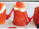 Dolce gunga - Creme cheese envolto com corte de goiabada, com morango e calda de morango. (4 unidades)