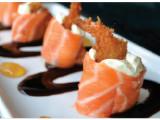 Dolphin - Camarão empanado envolto com fino corte de salmão e creme cheese. (4 unidades)