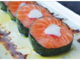 Makixik - Cortes de salmão com kani e creme cheese enrolado com nori regados ao azeite com molho teriaki. (5 unidades)