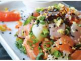 Tataki - Salmão, peixe branco e atum cortados em cubos servidos, ao molho shoyo apimentado.